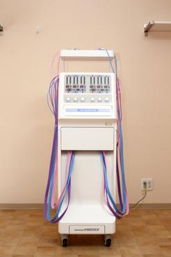 干渉電流型低周波治療器「クリオス アンフィニ」